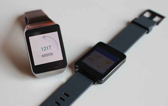 difference between a smart watch and a fitness tracker
